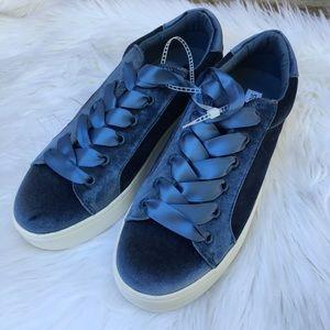 New Velvet Steve Madden Lace Up Shoes